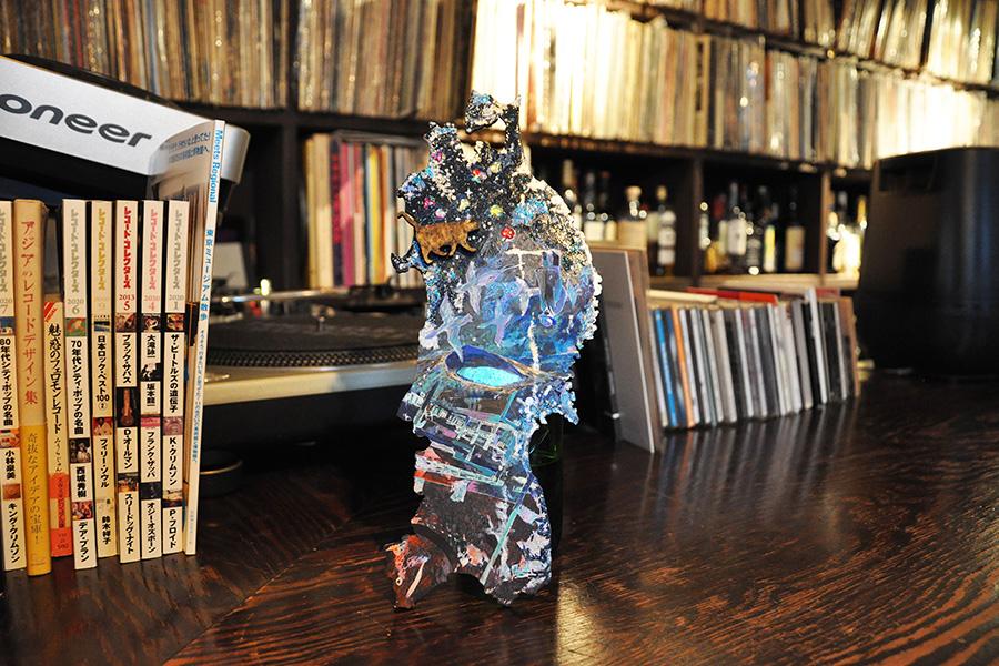 小金沢智 #01 画家・多田さやかさんの作品《Campanella》、MUSIC BAR 道にて撮影