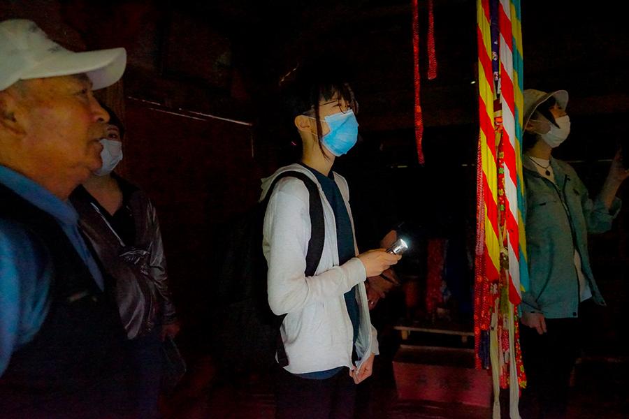 東北芸術工科大学の大学院での授業風景。雷神社の視察の様子