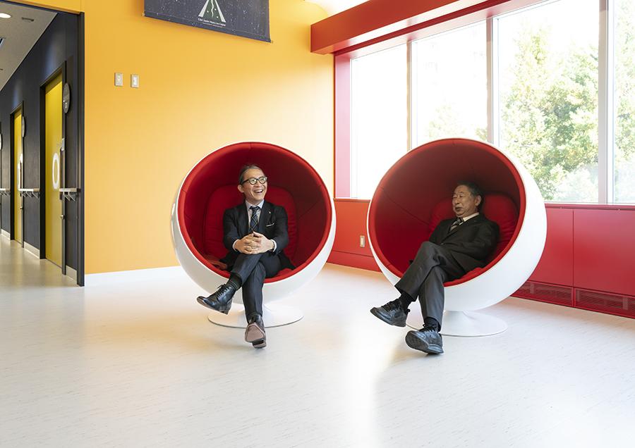 東日本重粒子センター。山大と芸工大の学長が共同記者会見を開いた時の様子。