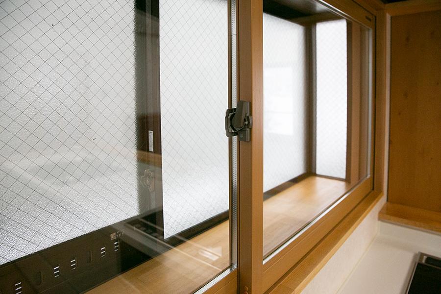 準学生寮 山形クラス 第二公園の家 窓は全室二重冊子、内側窓はペアガラスを採用