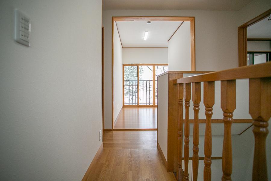 準学生寮 山形クラス 第二公園の家 階段を上がった先の2階ホール