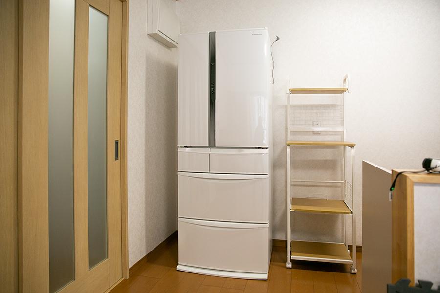 準学生寮 山形クラス 第二公園の家 共有スペースのLDKにある冷蔵庫