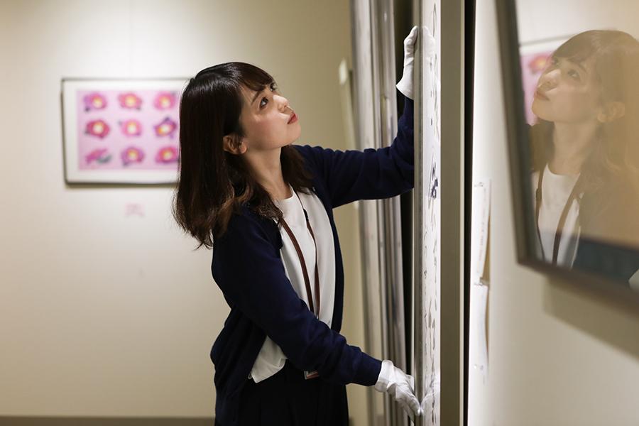 寒河江市美術館 美術館専門員 白田歩香さん 美術館でのお仕事の様子