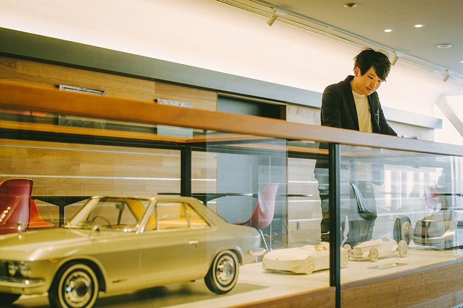 日産自動車株式会社のカーデザイナー・阿部真也さん 日産が世に送り出してきた名車を見る