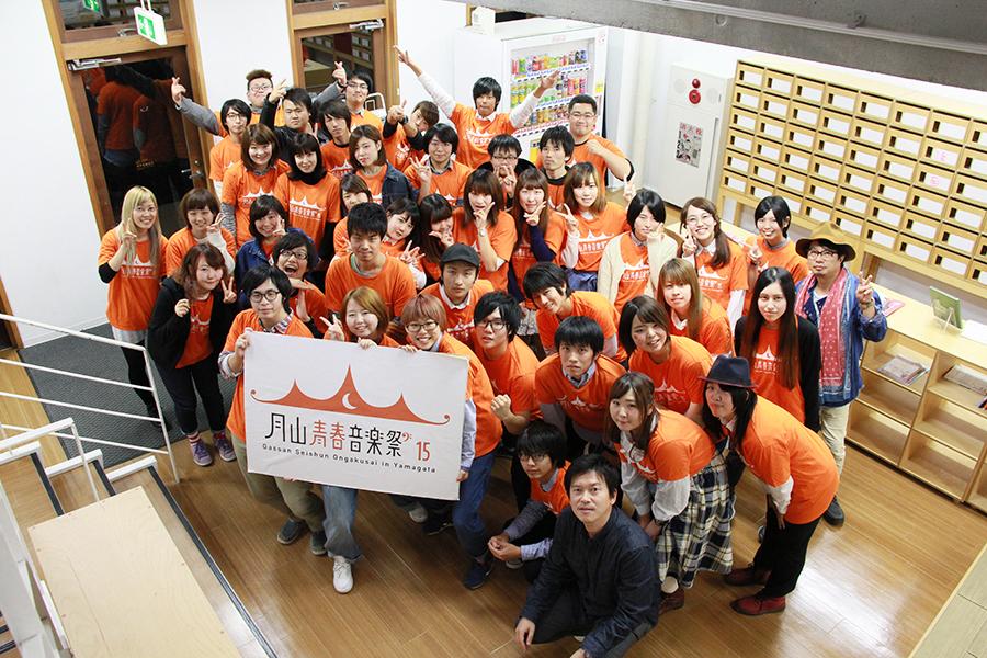 TikTok Japan 秋山拓也さん 企画構想学科3年生の集合写真