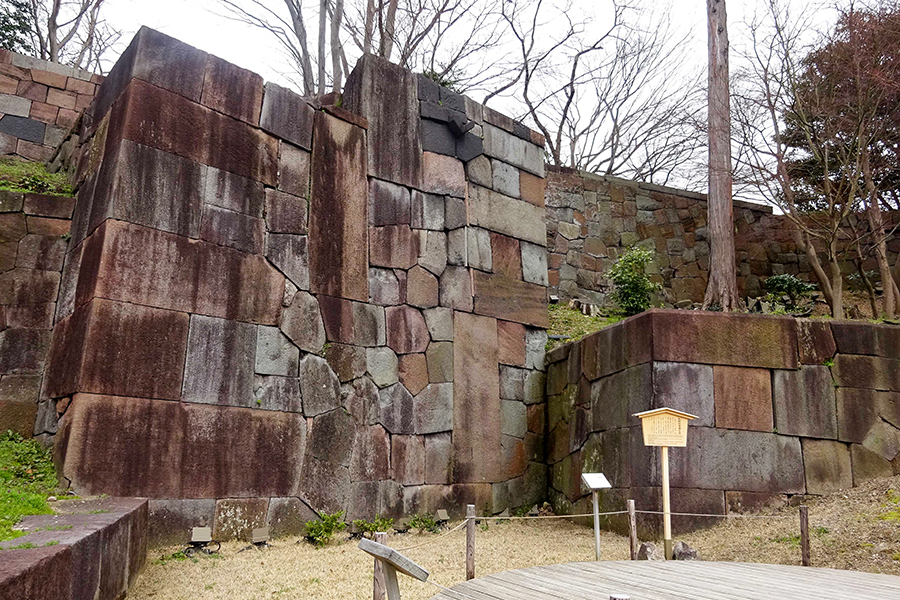 北野博司 #08 金沢城跡 色紙短冊積石垣の現状 酸性雨による汚れが目立つ