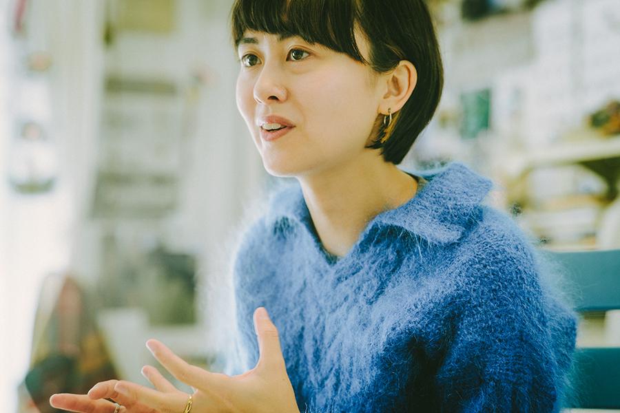 映像監督 ミラーレイチェル智恵さん Rachel Chie Miller 小さな双子の姉妹が写っている写真はミラーさんの父親が撮ったもの。一番のお気に入りで、彼女の原点