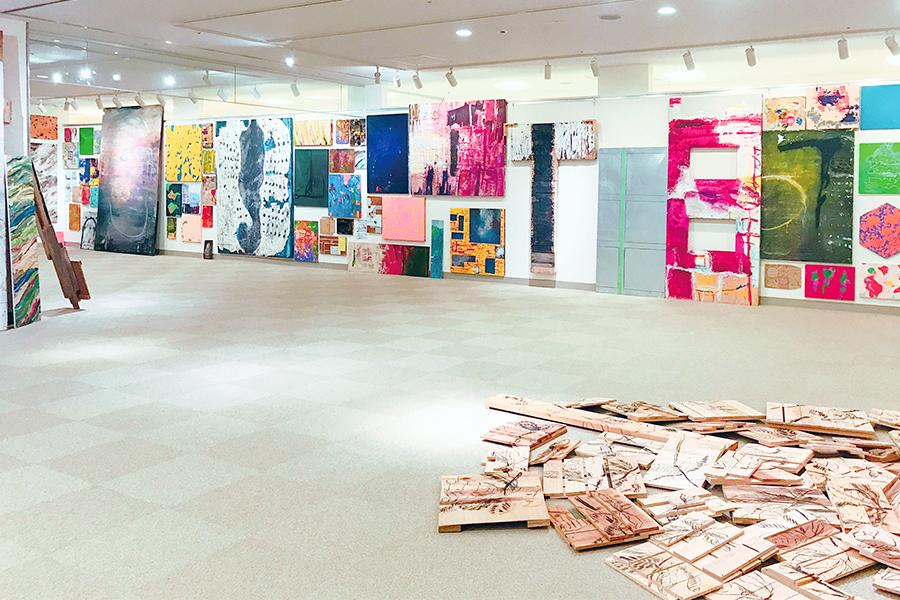 寒河江市美術館 美術館専門員 白田歩香さん 若手作家企画展として2018年に開催された、本学卒業生・池田洸太さんの個展『僕がどこへ行っても』
