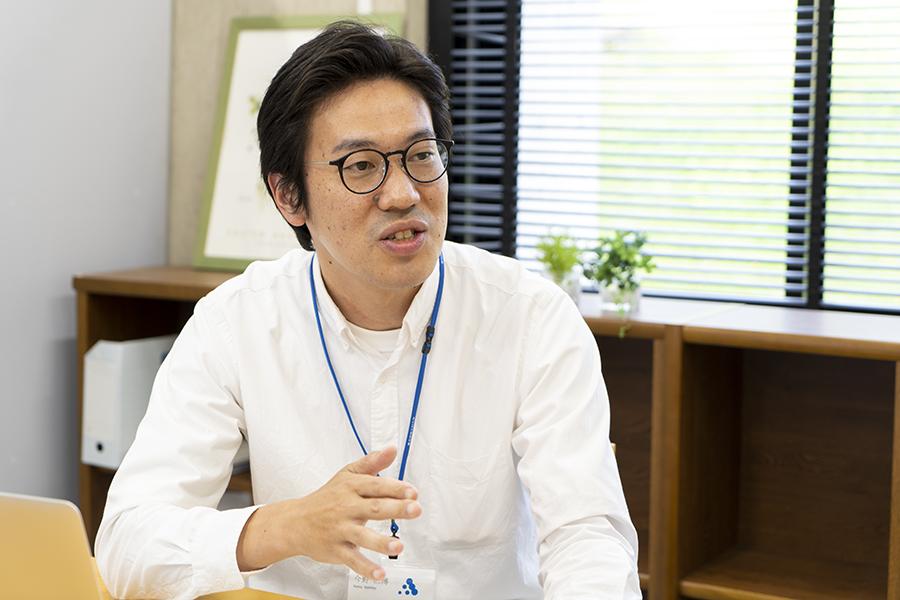 東北芸術工科大学 臨床心理士 今野仁博(こんの・よしひろ)准教授へのインタビューの様子