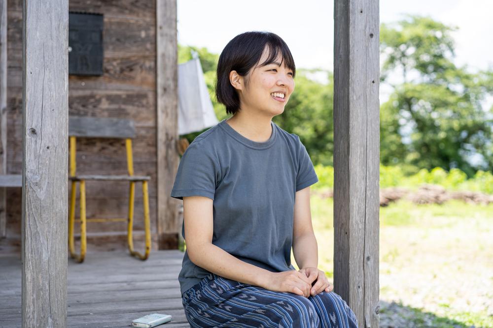 株式会社とみひろ 養蚕部 兼 広報部 星美沙子さん インタビュー中の様子
